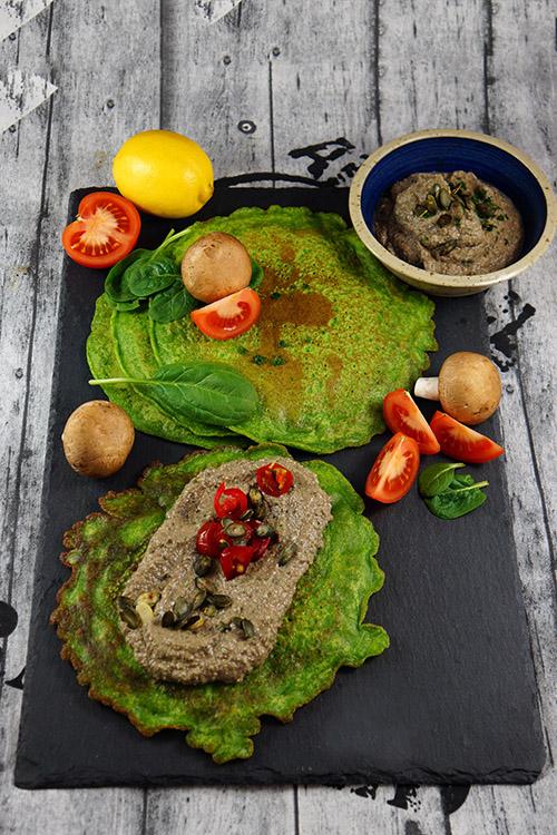 Spinatpfannkuchen mit Champignon- Kürbiskerncreme-Hochformat-Kochbuch-klein
