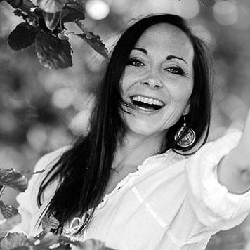 """Carmen Hercegfi, Autorin von """"Vegan in anderen Umständen"""" und """"Vegan für unsere Sprösslinge"""""""
