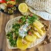 gegrillte Kartoffelscheiben mit Petersiliensalat im Fladen